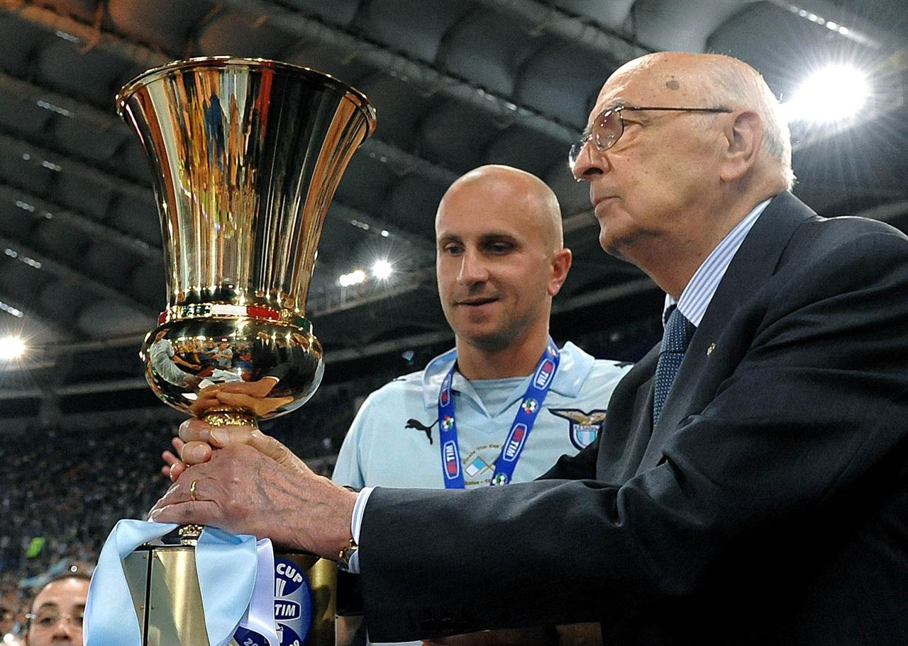 Coppa Italia 13 maggio 2009 - Pres. Napolitano premia Rocchi (dal sito del quirinale)