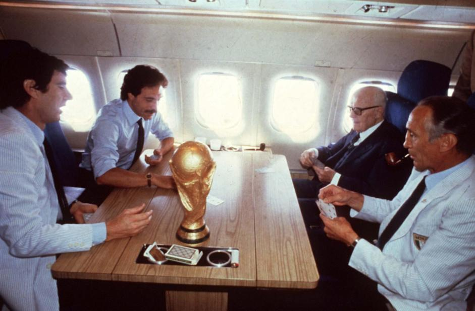 "epa02503812 (FILE) A July 1982 file photo shows former Italian head coach of Italian soccer team, Enzo Bearzot (R), while he palyes cards on the airplane with Italian President Sandro Pertini (II from R) and Italian goalkeeper Dino Zoff (L) after the victory of the 1982 Soccer World Championships. Bearzot, who led the team to the 1982 World Cup title, died on Tuesday, 21 December 2010 aged 83, the Italian football federation (FIGC) said. News reports said that Bearzot was ill for several years and died in Milan. The former Inter Milan player Bearzot was in charge of the Squadra Azzurra for a record 104 matches 1975-1986. The World Cup title 1982 in Spain, 3-1 over West Germany in the final, was his biggest success.    ""The memory of Enzo Bearzot can not be limited to the joy he gave us in 1982 ... Bearzot was able to convey great human and sporting values,"" said FIGC President Giancarlo Abete.  EPA/STR  ANSA"
