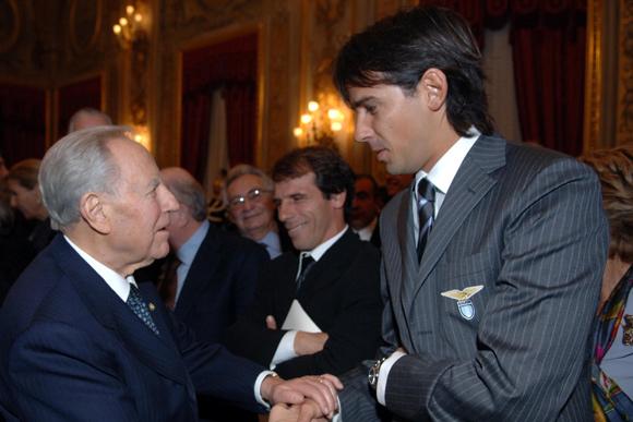 Quirinale 25 novembre 2005 - Pres. Ciampi con Inzaghi (dal sito carloazegliociampi.it)