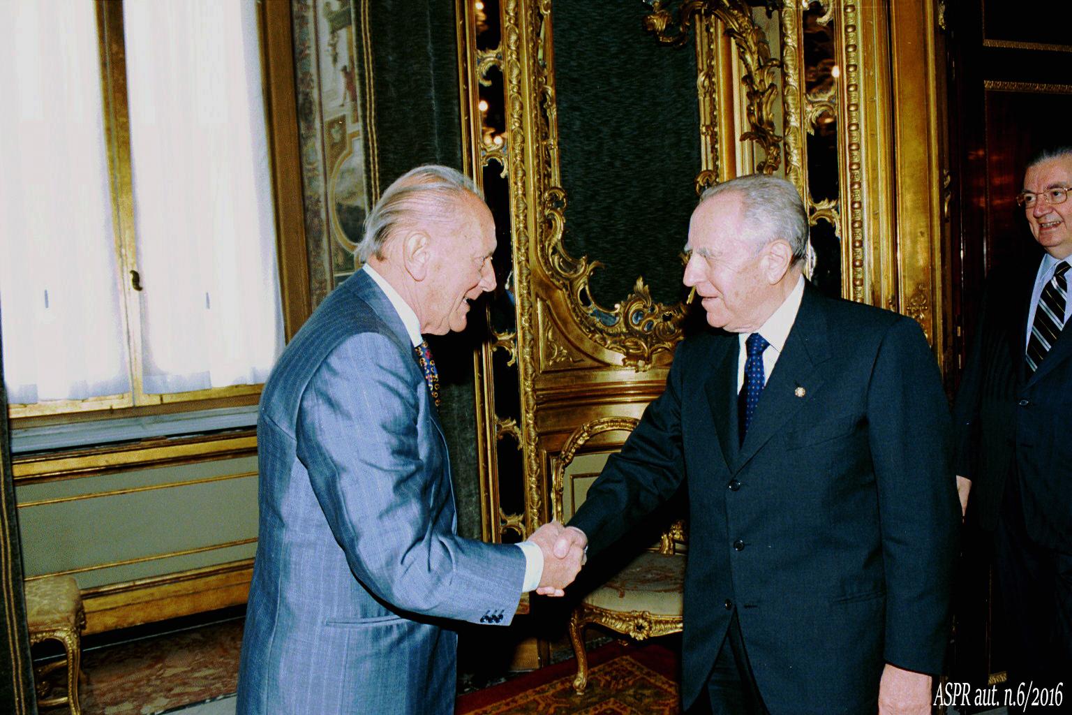 Quirinale 23-10-2000 - Pres. Ciampi con Nostini(ASPR archivio fotografico settennato Ciampi foton.2)